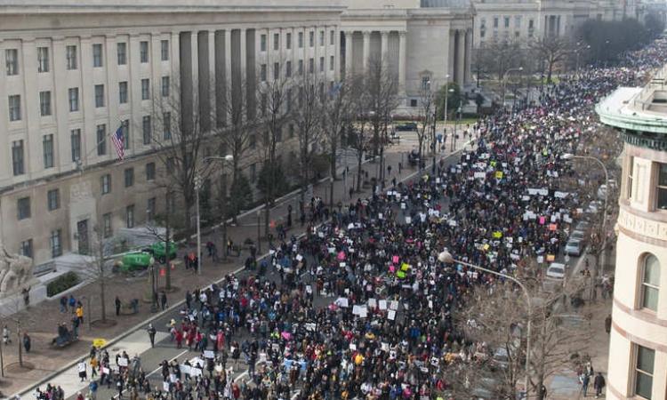 بالصور .. أمريكا تشتعل بمليونيات الغضب احتجاجا على عنصرية الشرطة ضد السود