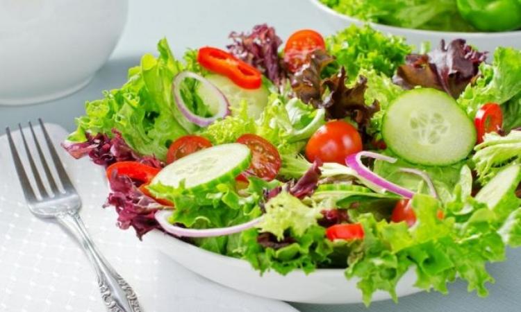 نصائح تساعدك لعمل طبق سلطة صحية