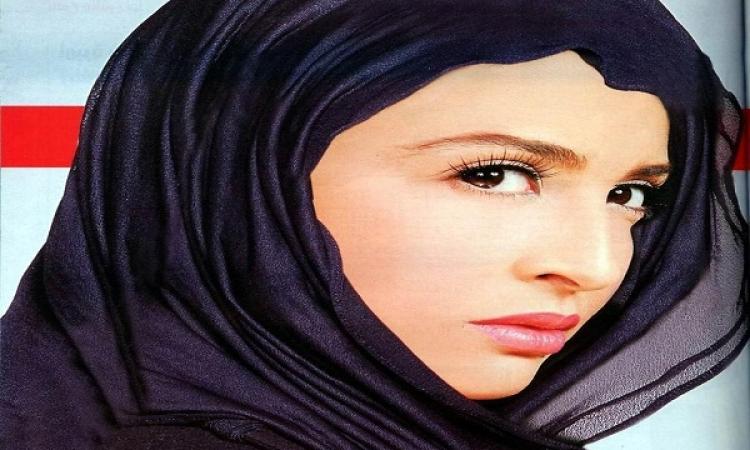 بالصور.. ابنة حنان ترك بالحجاب وتؤدى مناسك العمرة