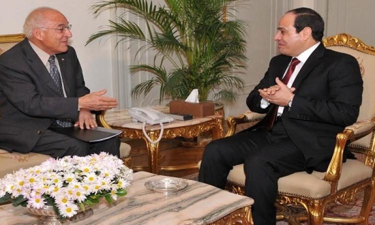 السيسي يستعرض مع فاروق الباز عددا من المشروعات القومية