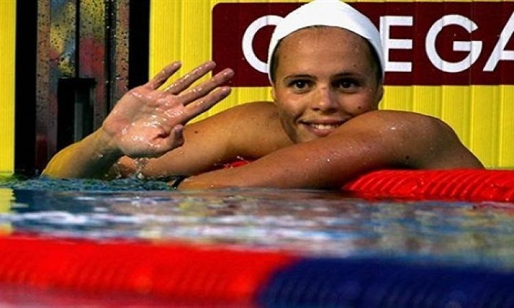 بطلة فرنسا السابقة فى السباحة تسرق هدايا بـ٢٠٠ يورو من ملاهى بباريس