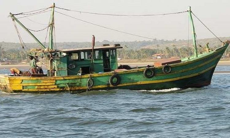 القوات البحرية أنقذت 31 صيادا من الغرق بالبحر الأحمر