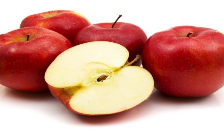 مفاجأة .. قشر التفاح يمثل خطرا على حياة الانسان !!