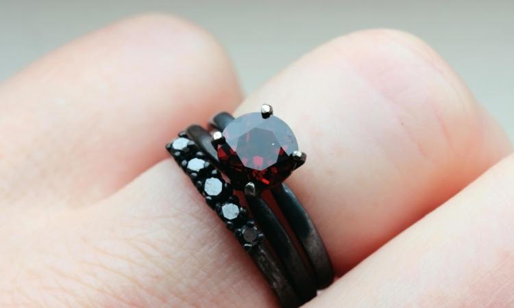 لمحبى التجديد .. خاتم زفافك من الألماس الأسود