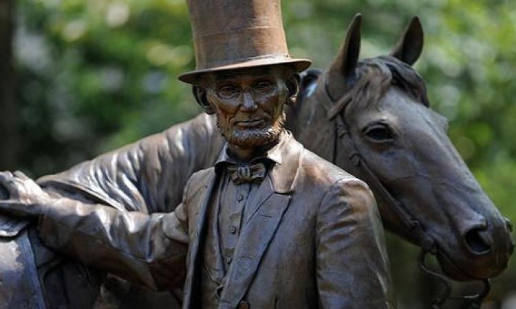 خصلة من شعر إبراهام لينكولن بـ 25 ألف دولار
