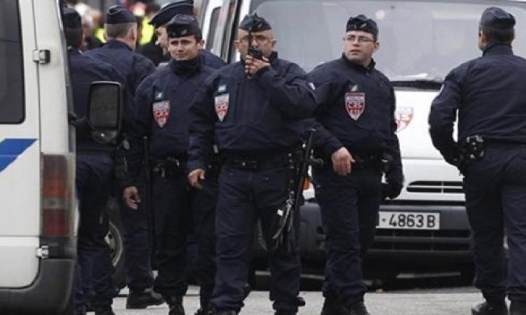 إعلان حالة التأهب بفرنسا بعد دهس سائق لشرطية عمداً أمام مقر هولاند