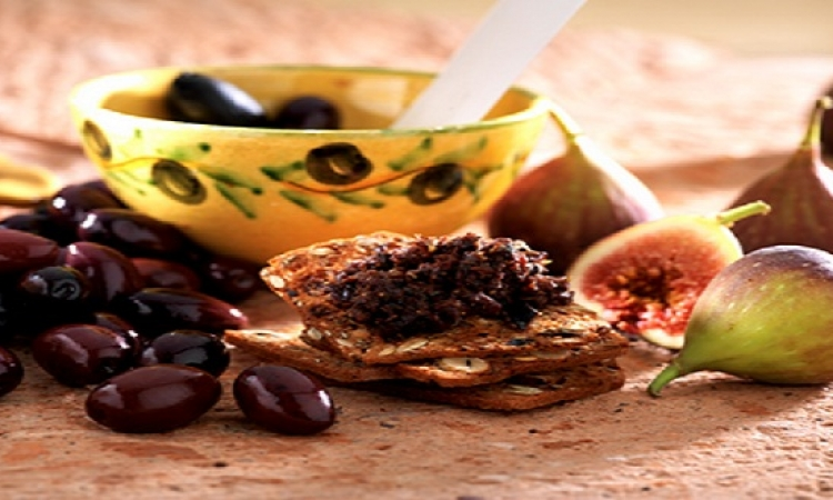 مفاجأة مذهلة .. ماذا يحدث لأجسامنا إذا أكلنا التين مع الزيتون ؟!