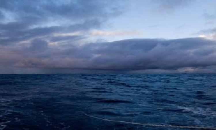 انقطاع الاتصال ب300 صياد وفرق الانقاذ تنتظر استقرار الجو نسبيا