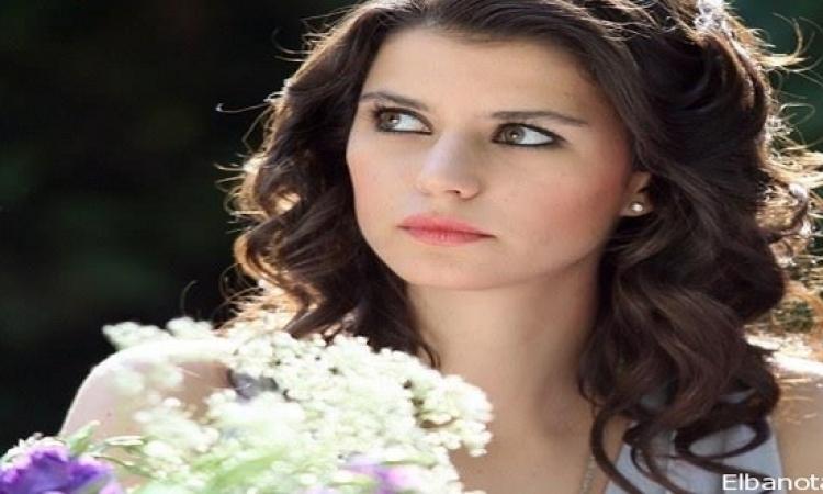 بيرين سات مهددة بالطلاق والسبب حماتها