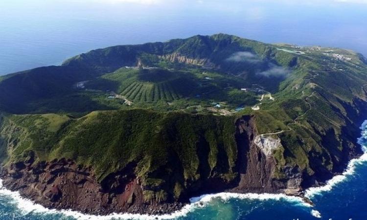 تجمع بين ثورات البركان وهدوء الطبيعة ..  جزيرة أوجاشيما البركانية باليابان