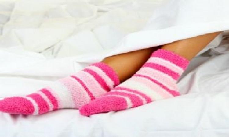 ارتداء الجوارب خلال النهار يخفف من ضيق التنفس ليلا