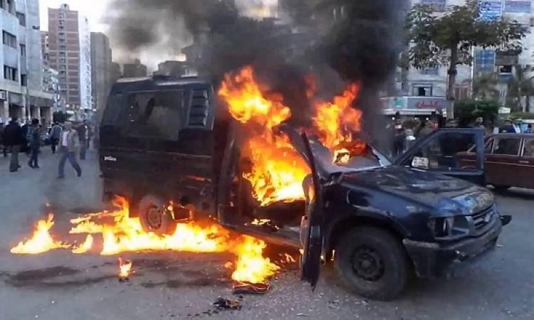 الإخوان يشعلون النيران فى سيارة شرطة بالعاشر من رمضان بمحافظة الشرقية