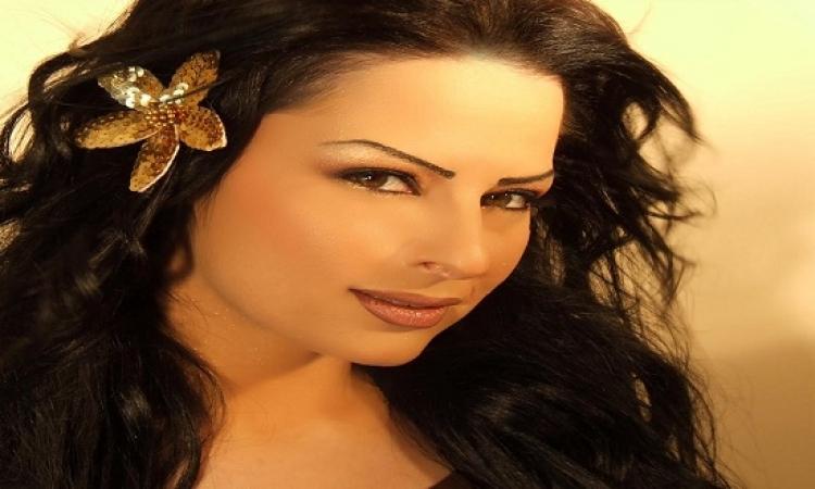 ديانا كرزون فى أمريكا .. باربى الأردن بالشفاف والألوان !!