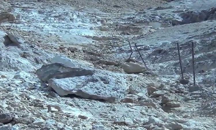 جولة مفاجئة لمحلب بمنشأة ناصر عقب انهيار كتلة صخرية