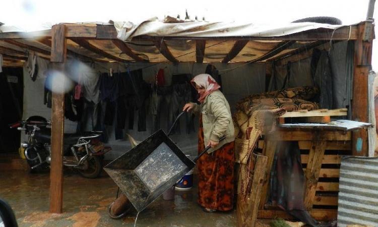 بالصور .. «زينا» تهدد حياة النازحين السوريين فى لبنان
