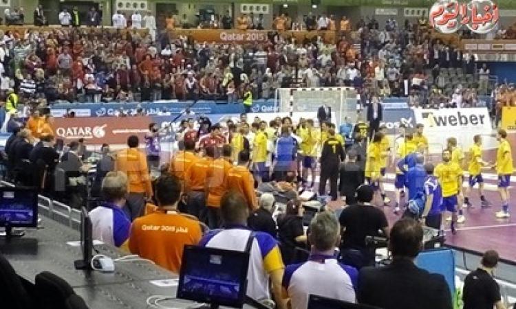 بالفيديو … خناقه بين لاعبى مصر و السويد بعد أنتهاء المبارة