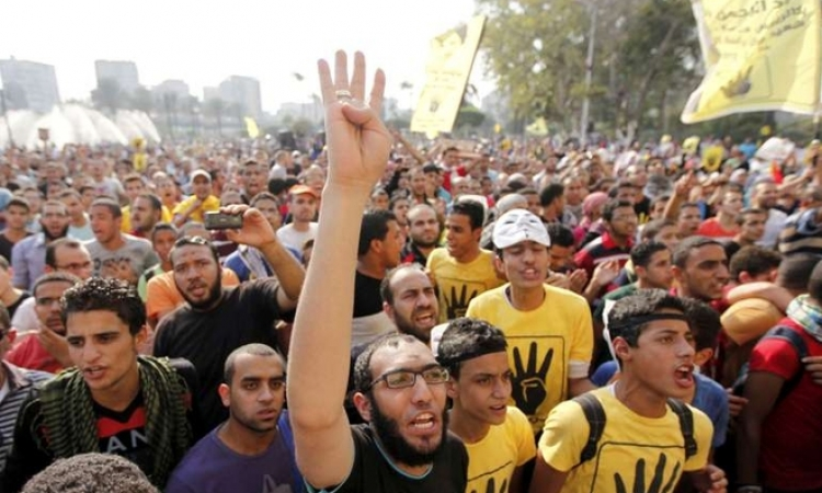 إصابة مجندين وضبط 4 من أنصار الإخوان المسلمين خلال فض مظاهرة بالبحيرة