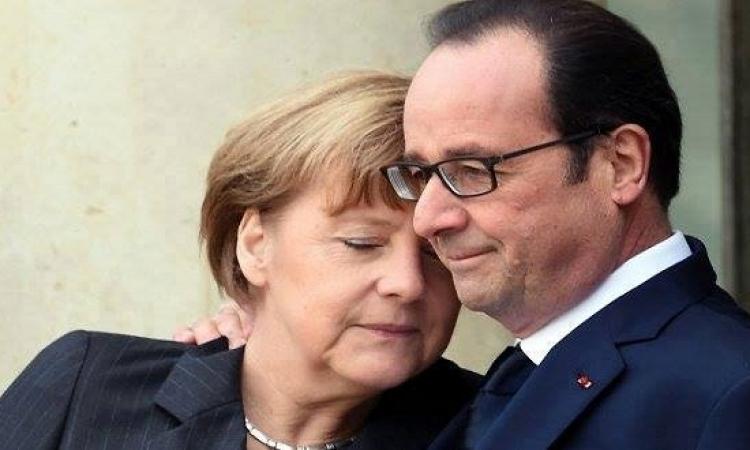 """بالصور .. ميركل وهولاند يحاربان الإرهاب على الطريقة """" الفرنسية """" !!"""