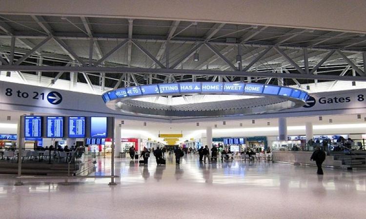 """ممر """" للحيوانات فقط"""" في مطار جون كينيدي بنيويورك"""