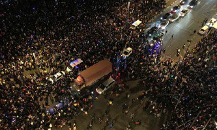 بالفيديو والصور .. مصرع و أصابة 77 شخص فى راس السنة بالصين