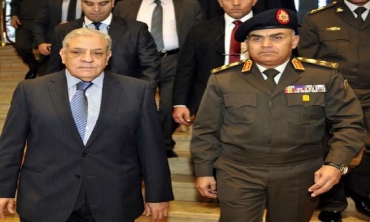 محلب ووزير الدفاع يتقدمان جنازة شهداء تفجيرات العريش