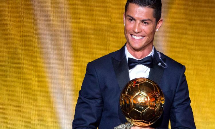 بالصور .. كريستيانو يحصل على الكرة الذهبية كأفضل لاعبى العالم فى 2014