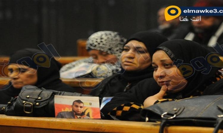 بالصور .. أهالى ضحايا مذبحة بورسعيد فى قاعة المحكمة