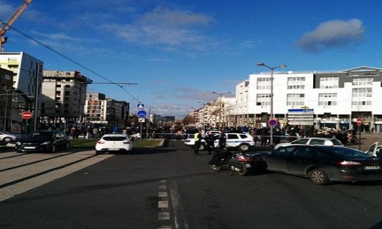 احتجاز رهائن فى ساحة قرب مركز بريد وسط باريس