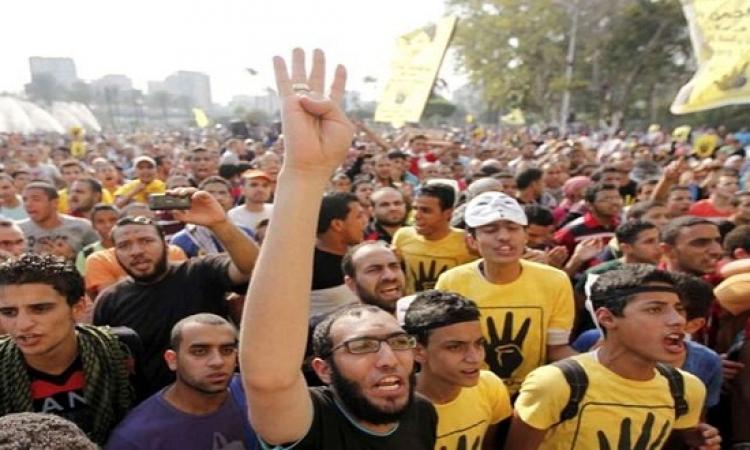 الإخوان يتقمسون فانديتا بمظاهراتهم فى جامعة القاهرة