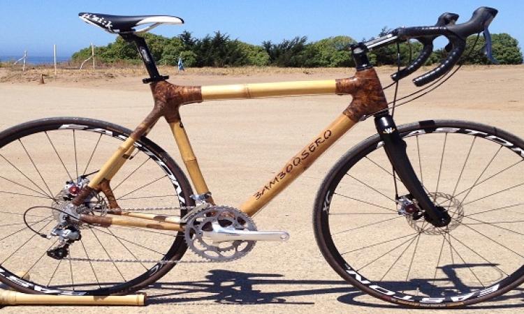 دراجة من الخيزران تعيد شحن الهواتف المحمولة عن طريق حركة بالبدال