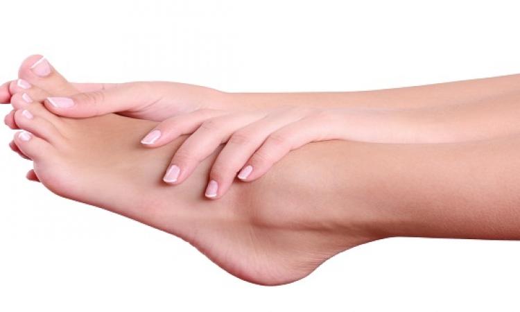 كيفية للتخلص من تشققات القدمين