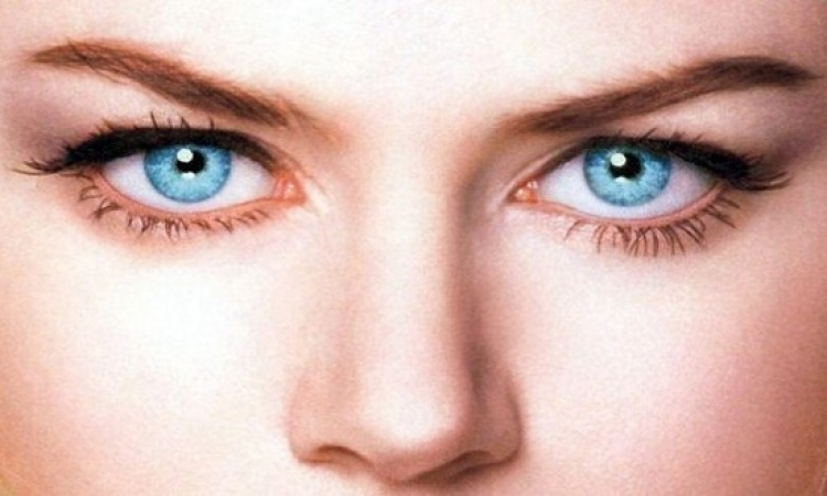 لماذا أصحاب العيون الزرقاء الأكثر عرضة لإدمان الكحول؟!