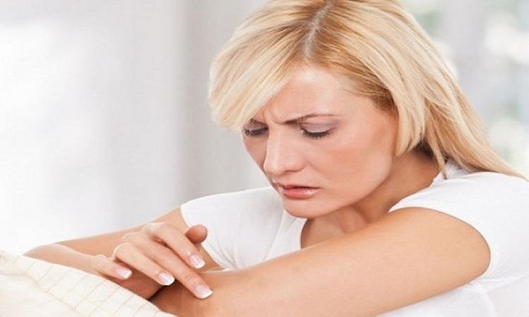 كريمات تفتيح الجلد تزيد من اسمرار الركب والكوع