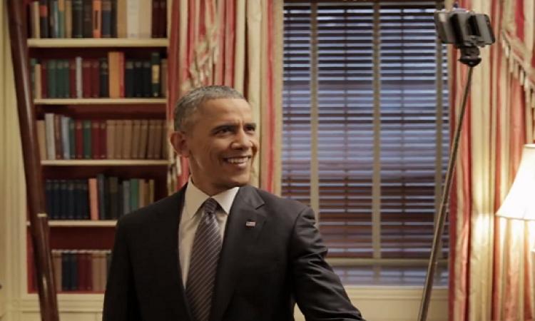 بالفيديو.. أوباما يقيم حفل إفطار.. ويقدم طعام الإفطار بنفسه!!