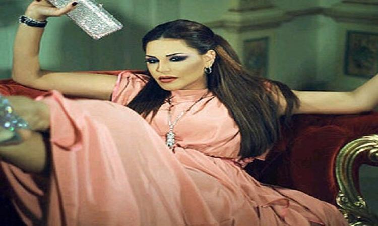 أحلام بعد ملهوفة لصوتك .. ملكة بالألوان الأساسية.. بس بردو مش افروديت