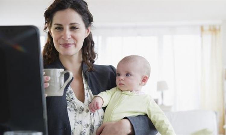 عزيزتى المرأة العاملة لهذه الأسباب عليك ألا تشعرى بالذنب تجاه طفلك