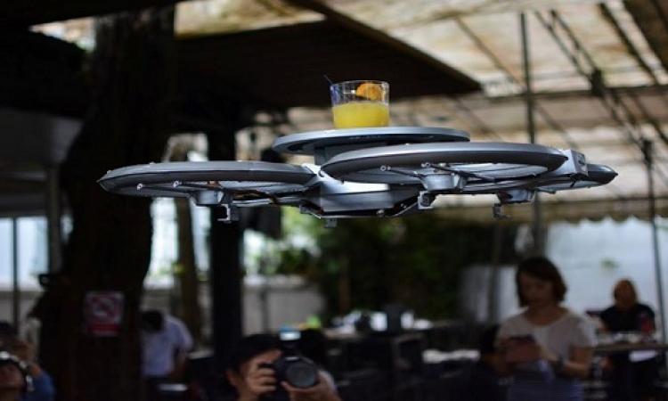 بالفيديو .. مطاعم سنغافورة مافيهاش جرسونات .. فيها طائرات بدون طيار .. تنفع !!