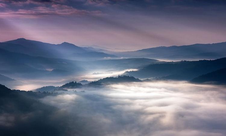 تمتع وسافر بخيالك فى غموض وروعة .. أشعة الضوء وانعكاستها الساحرة !!
