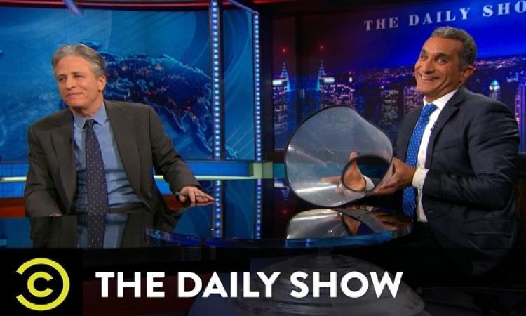 """ترك جون ستيورات ل """"Daily Show"""" بسبب استضافته باسم يوسف : يا سلام يا اخويا !!"""