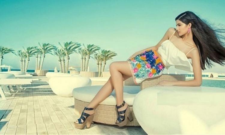 بالصور .. كلاكيت تالت مرة .. تارا عماد تتألق على الشاطئ