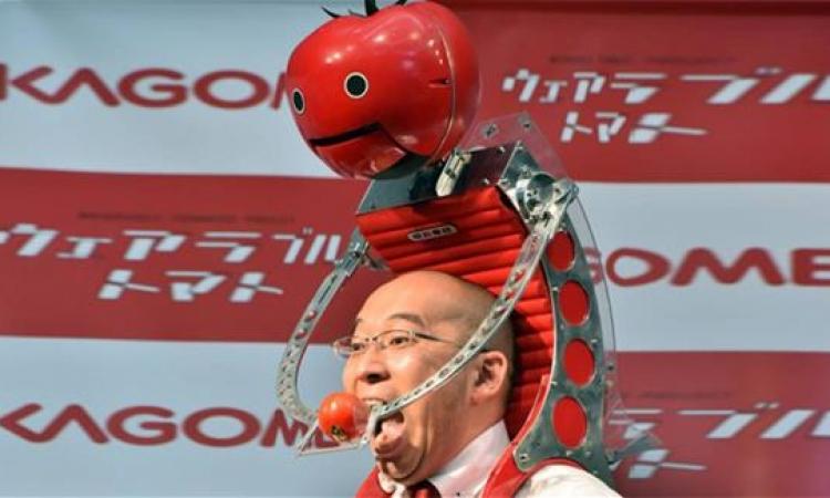"""روبوت """"الطماطم المحمولة"""" لإطعام العدائيين"""