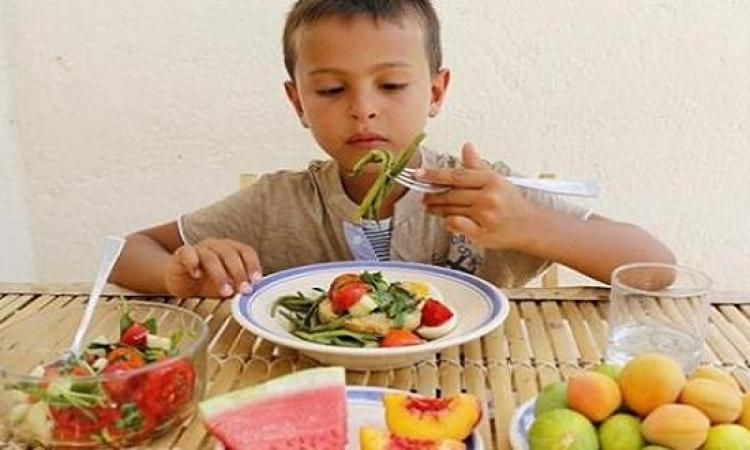 أطعمه تؤثر سلبا على نمو ذكاء طفلك …