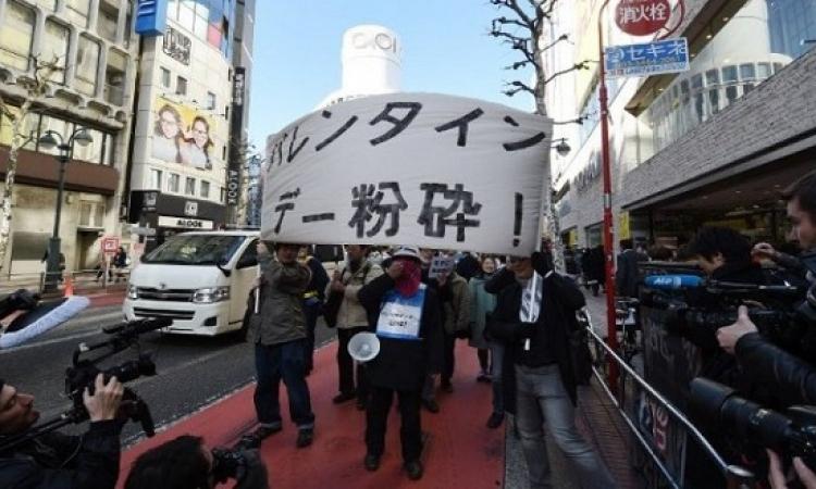 مظاهرة للسناجل ضد الـ Valentine فى كوكب اليابان .. حجج فارغة !!