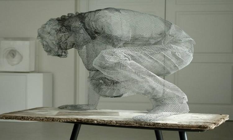 بالصور .. الابداع لا حدود له .. فنان ايطالى يحول الاسلاك الى منحوتة فنية