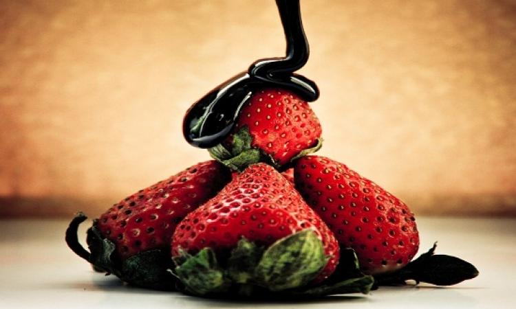 5 أطعمة للوقاية من الضعف الجنسى أهمها الفراولة والشيكولاته السوداء