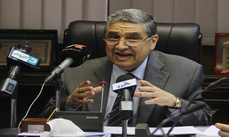 بالفيديو… مذيعة تغازل وزير الكهرباء على الهواء