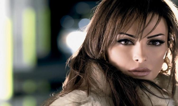 بالصور .. أمل حجازى تلقى التحية على جمهورها على Facebook
