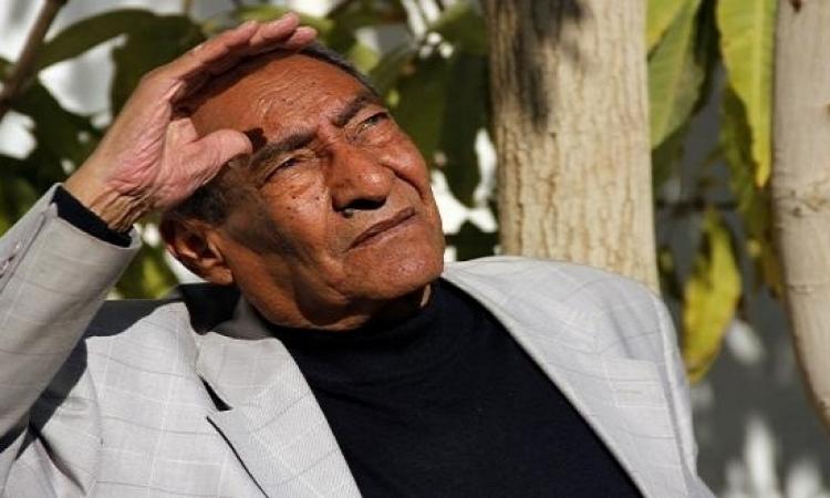 الأبنودى بعد مرضة للمصريين:أوعو تنسونى