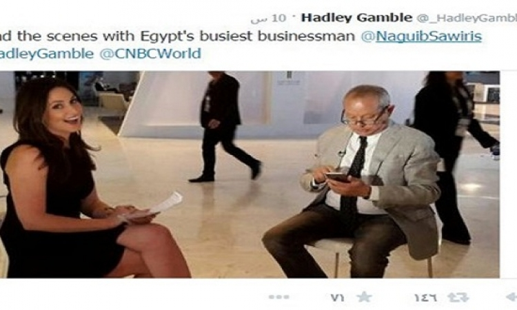 ساويرس يغازل مراسلة CNBC الجميلة : ازاى انشغل بموبايلى عنك .. وهى : ما ده برضه اللى انا عاوزه افهمه ؟