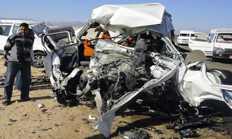 مقتل 17 شخصا وإصابة 7 آخرين فى تصادم 3 سيارات بطريق سوهاج البحر الأحمر